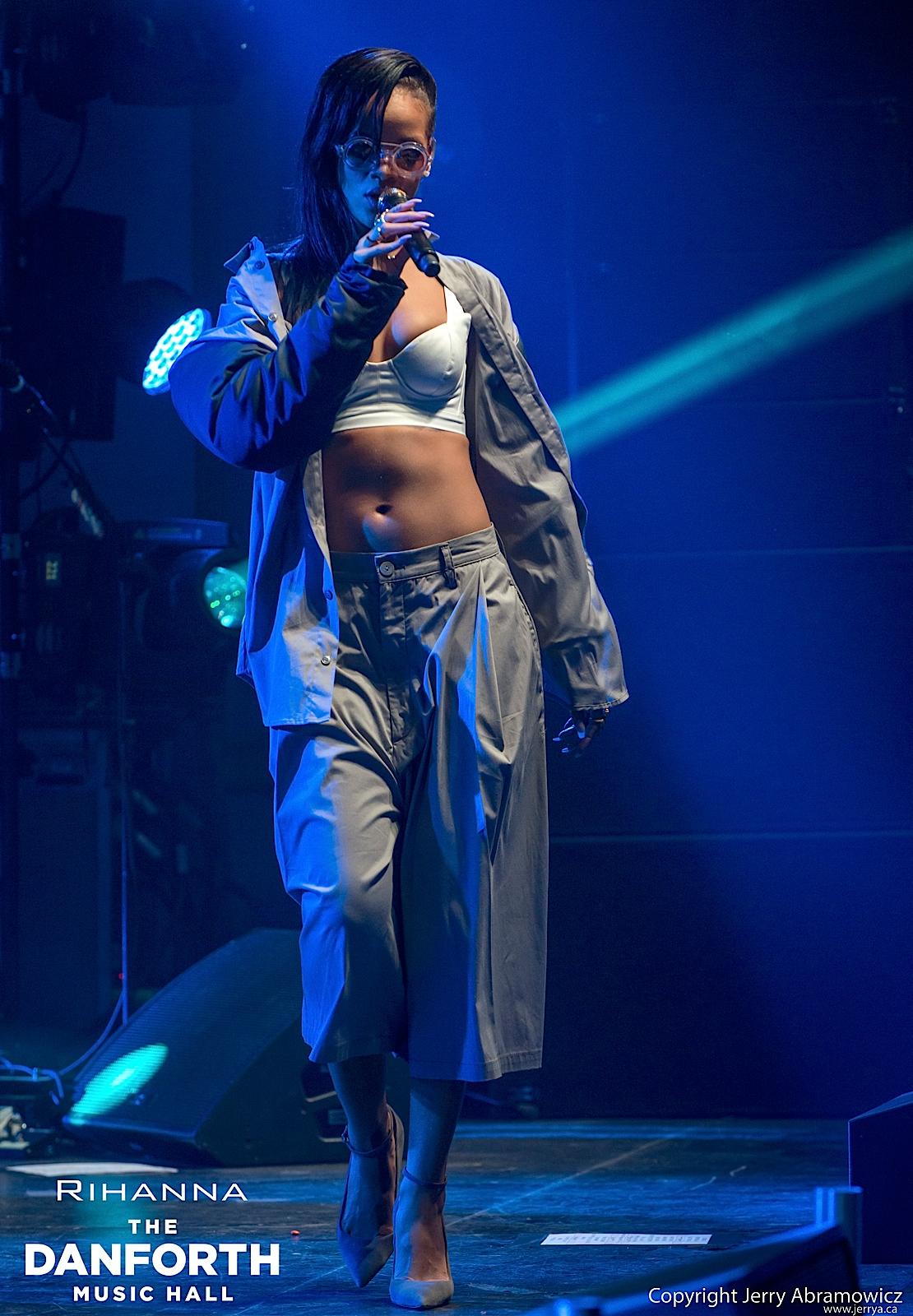20121115 DMH Rihanna 00381