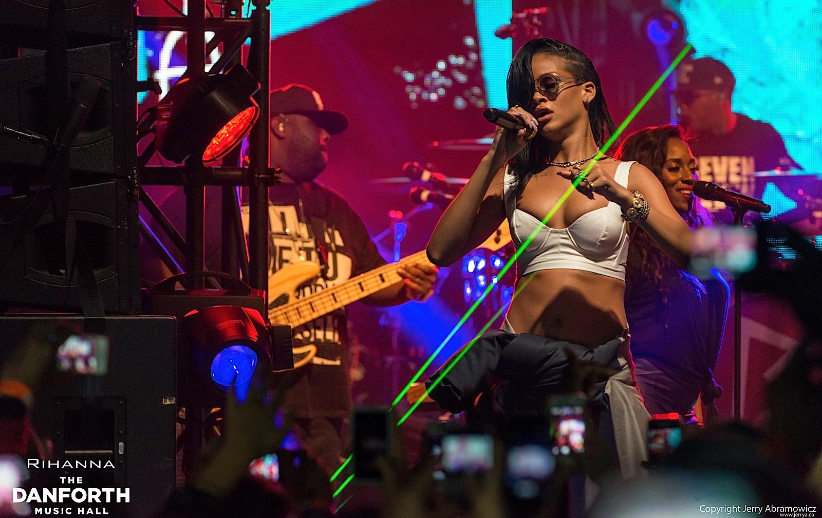 20121115 DMH Rihanna 00484
