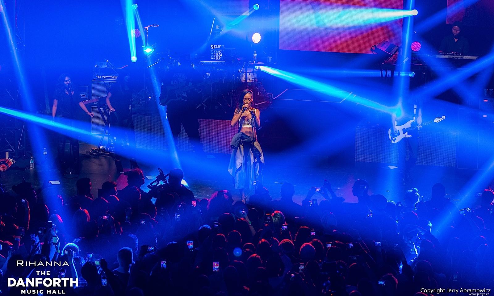 20121115 DMH Rihanna 00580