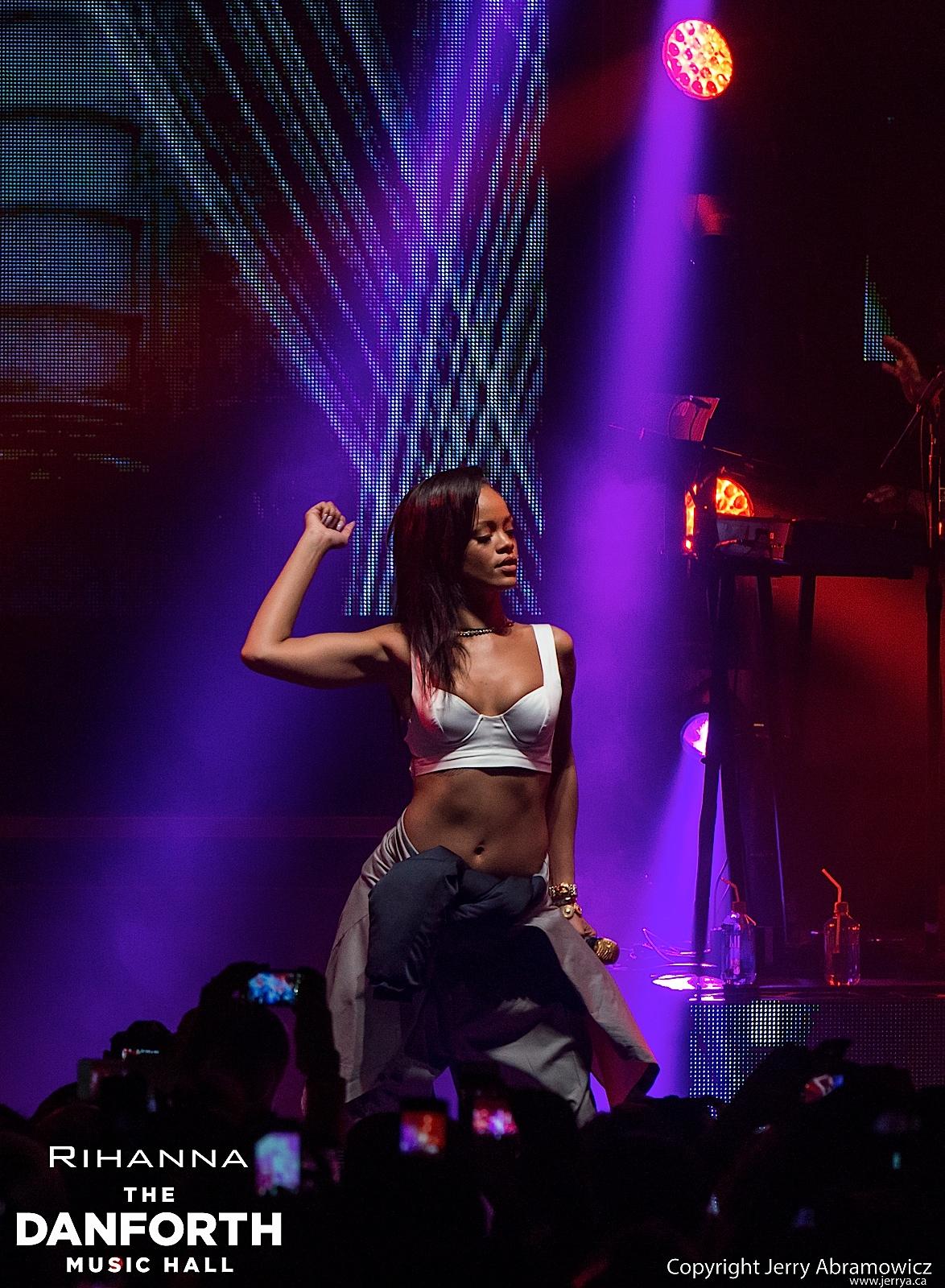 20121115 DMH Rihanna 00715