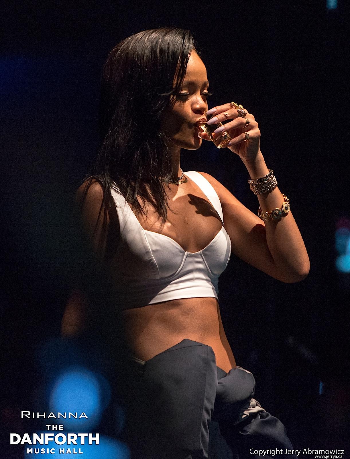 20121115 DMH Rihanna 00766