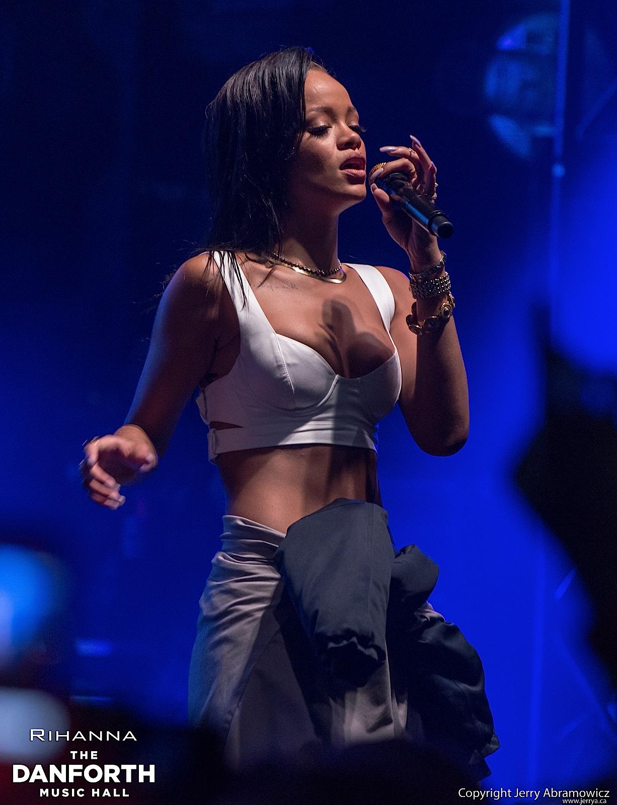 20121115 DMH Rihanna 00778