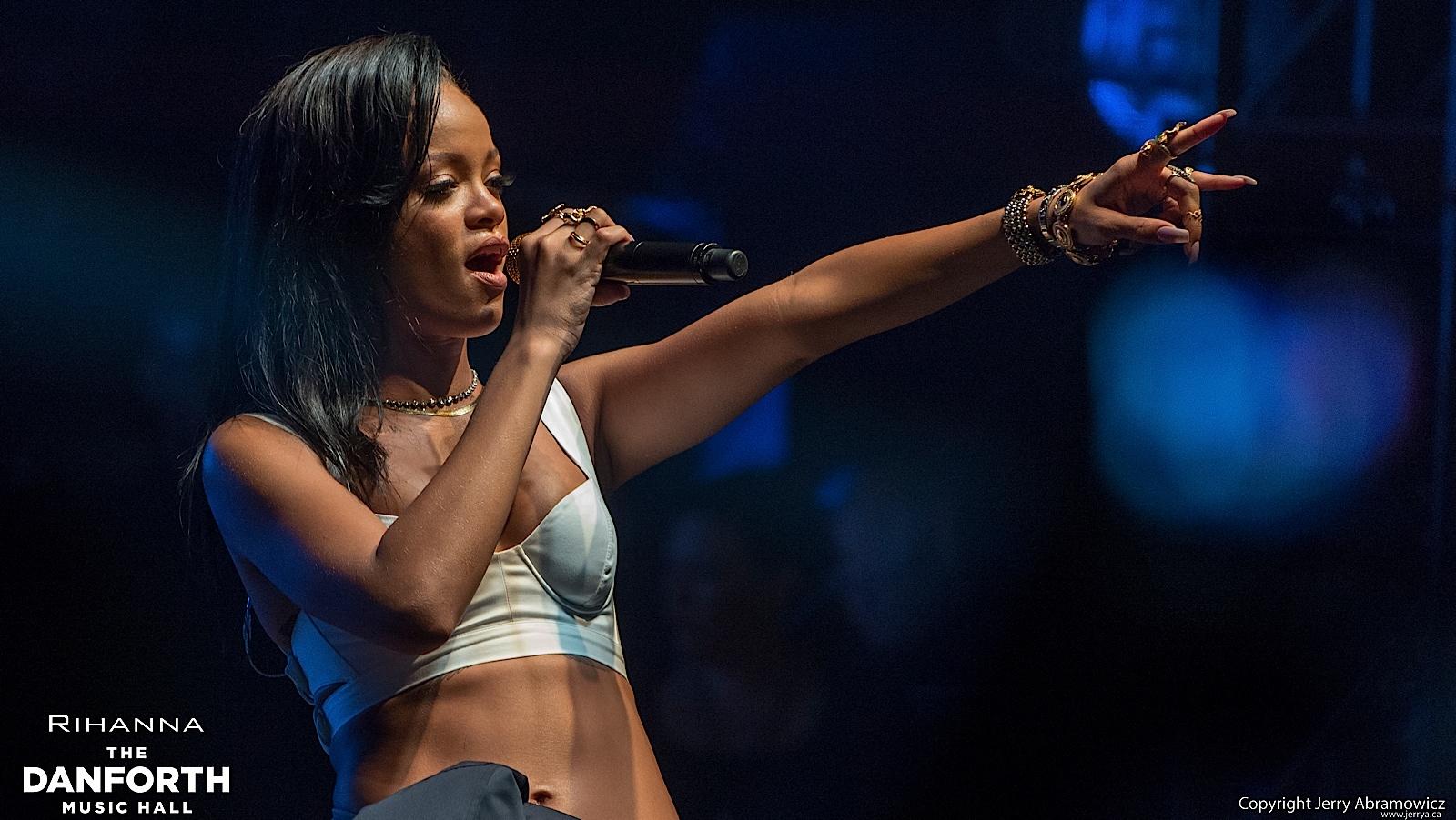 20121115 DMH Rihanna 00825