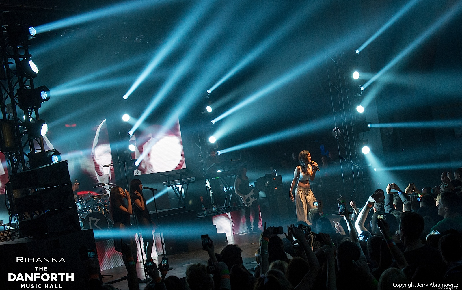 20121115 DMH Rihanna 01074
