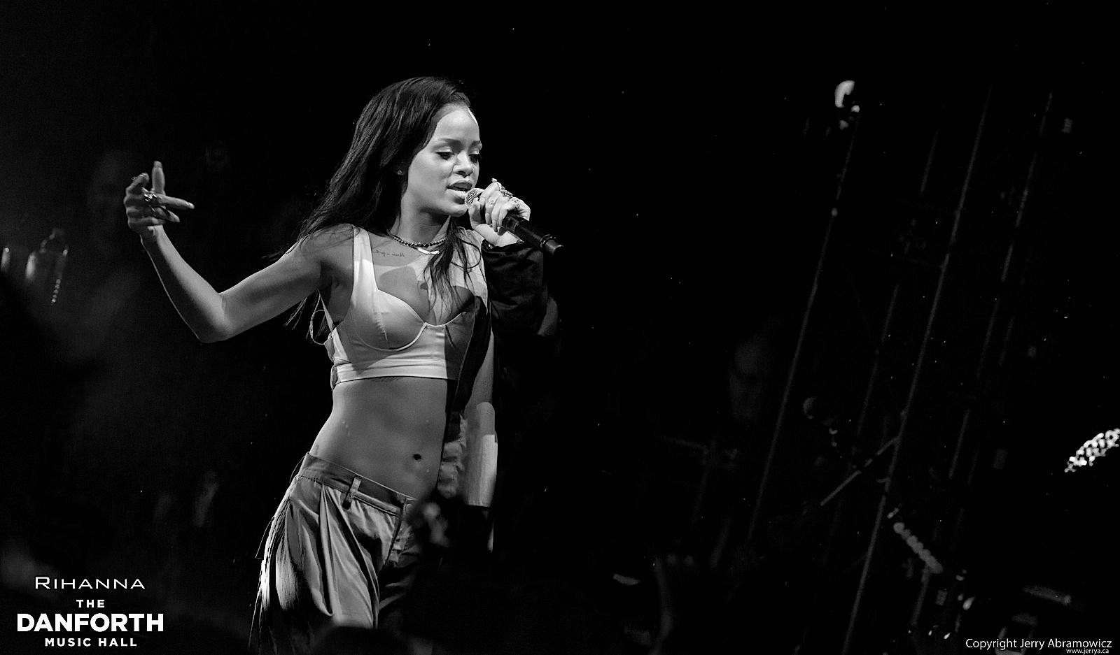 20121115 DMH Rihanna 01227