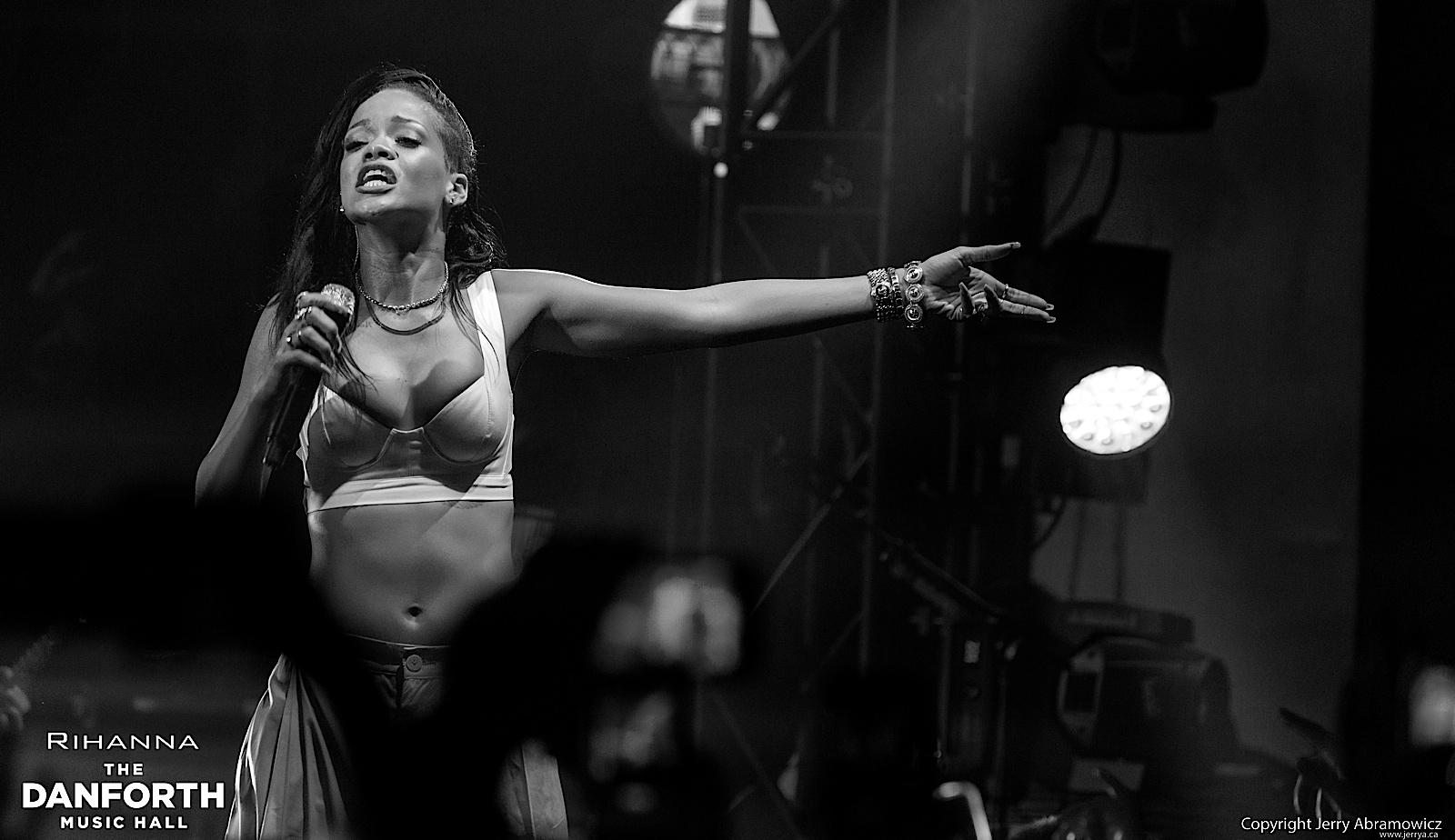 20121115 DMH Rihanna 01332