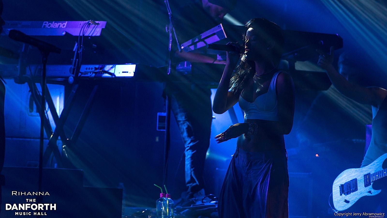 20121115 DMH Rihanna 01404