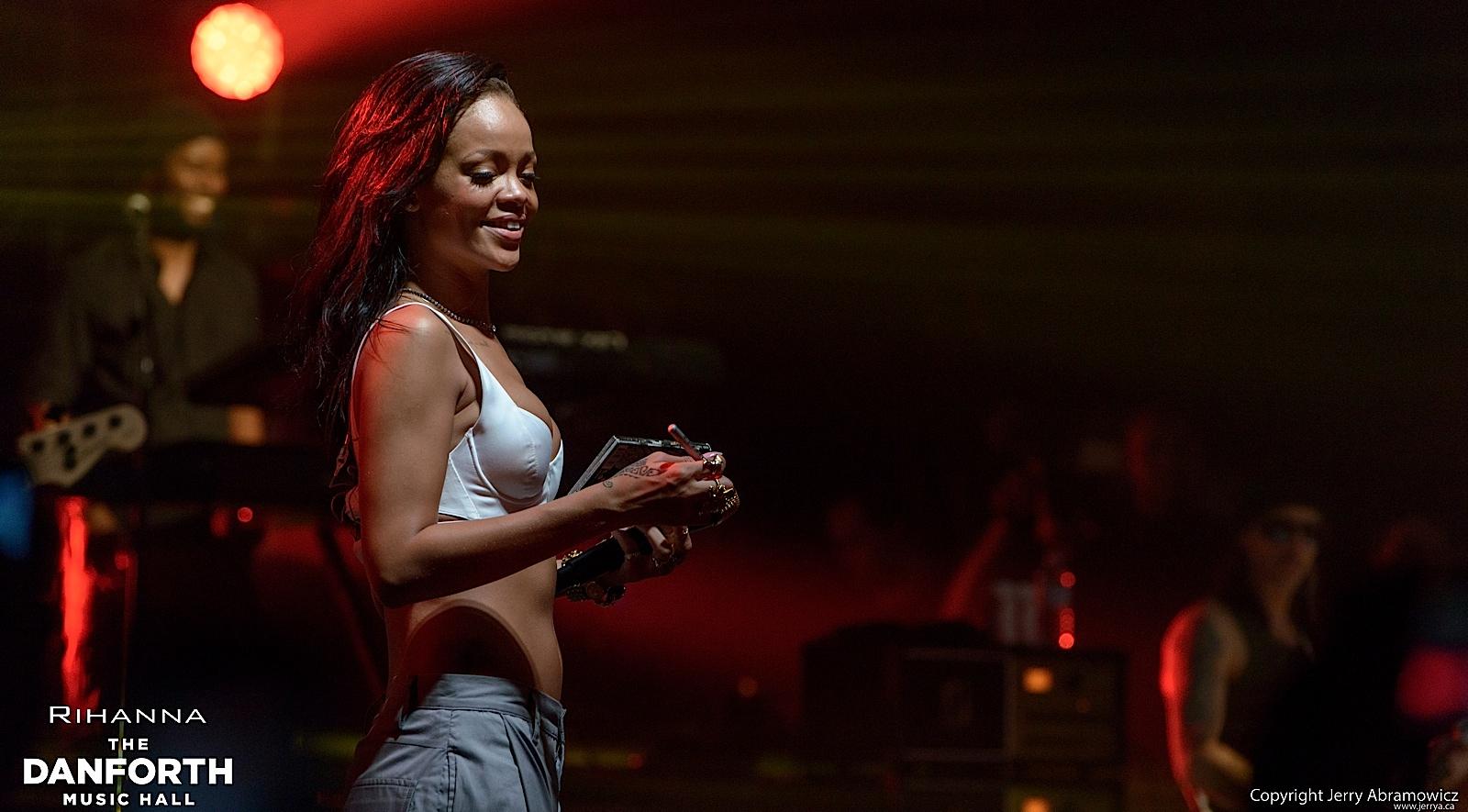 20121115 DMH Rihanna 01533