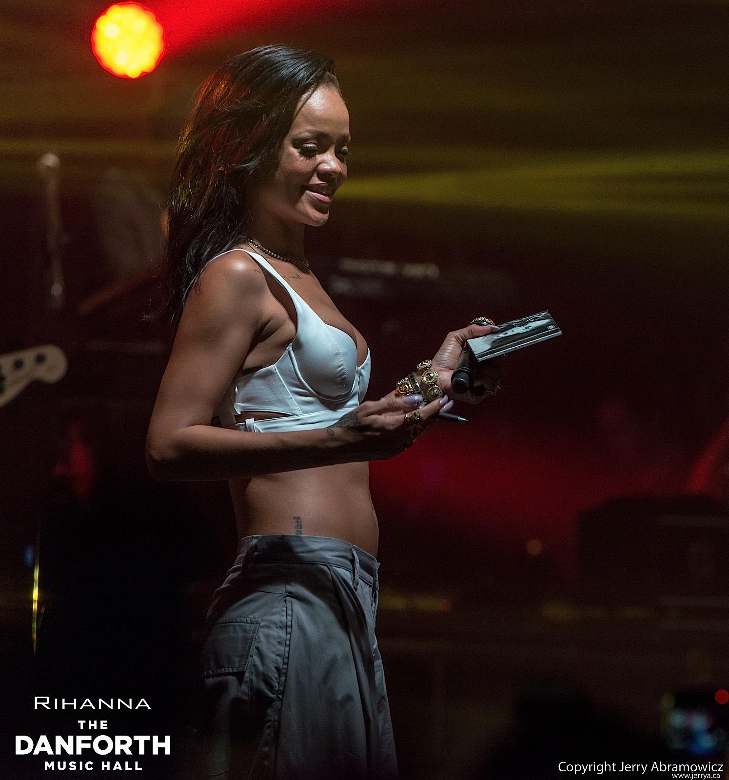 20121115 DMH Rihanna 01534