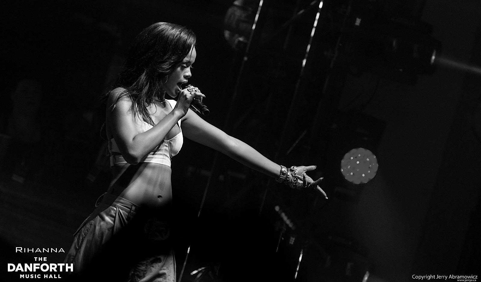 20121115 DMH Rihanna 01564