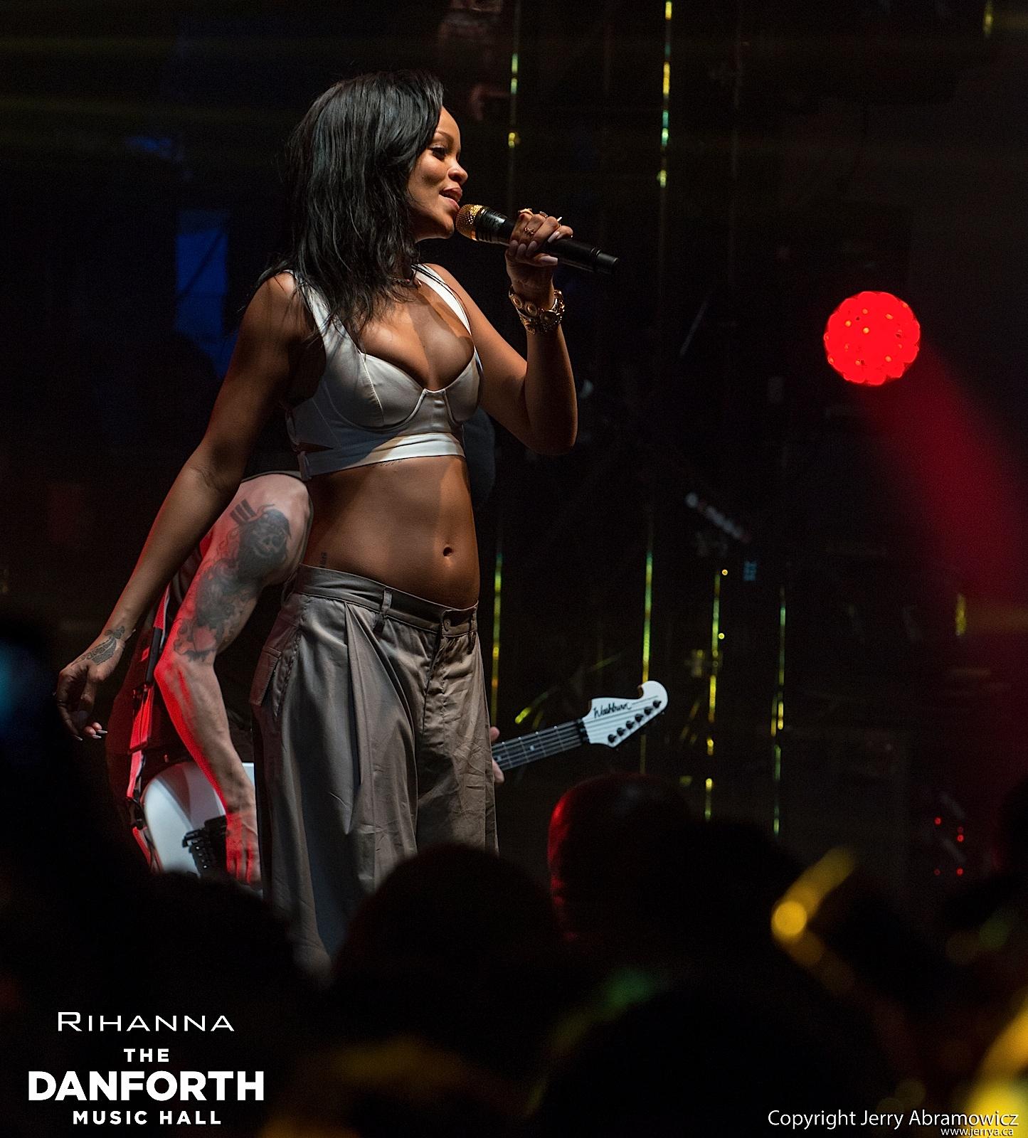 20121115 DMH Rihanna 01602