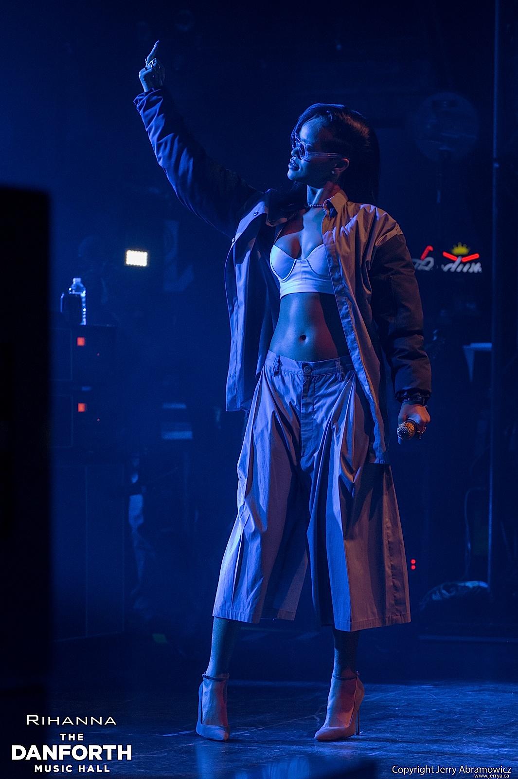 20121115 DMH Rihanna 00327