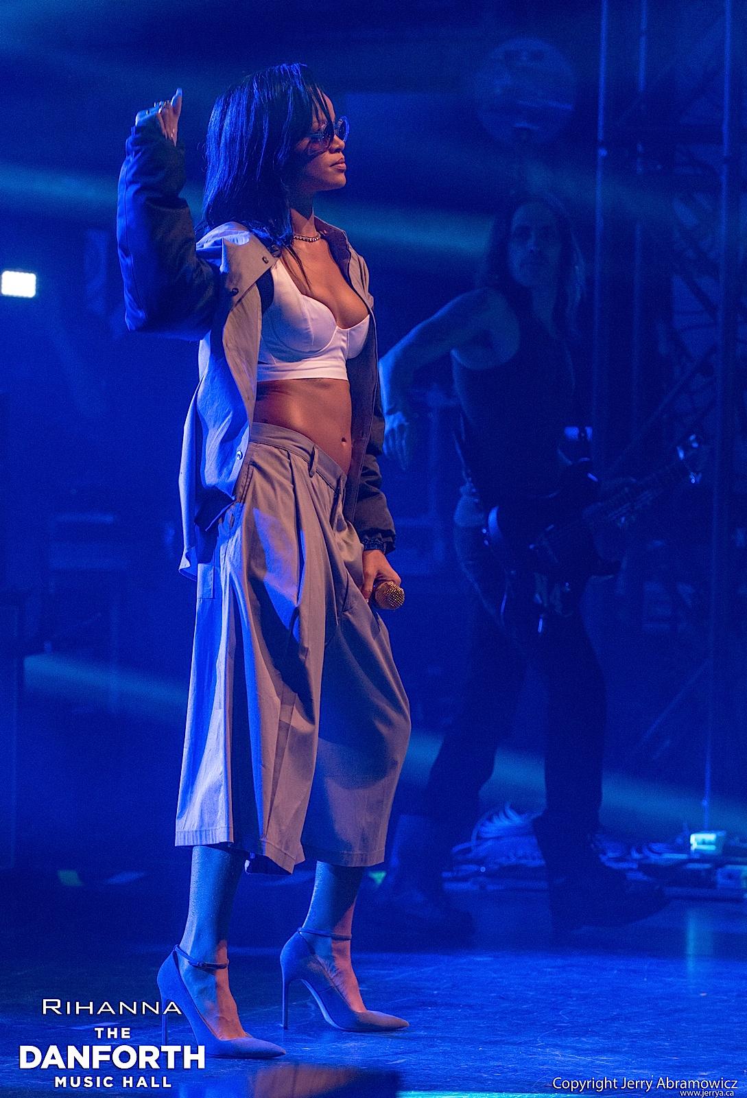 20121115 DMH Rihanna 00330