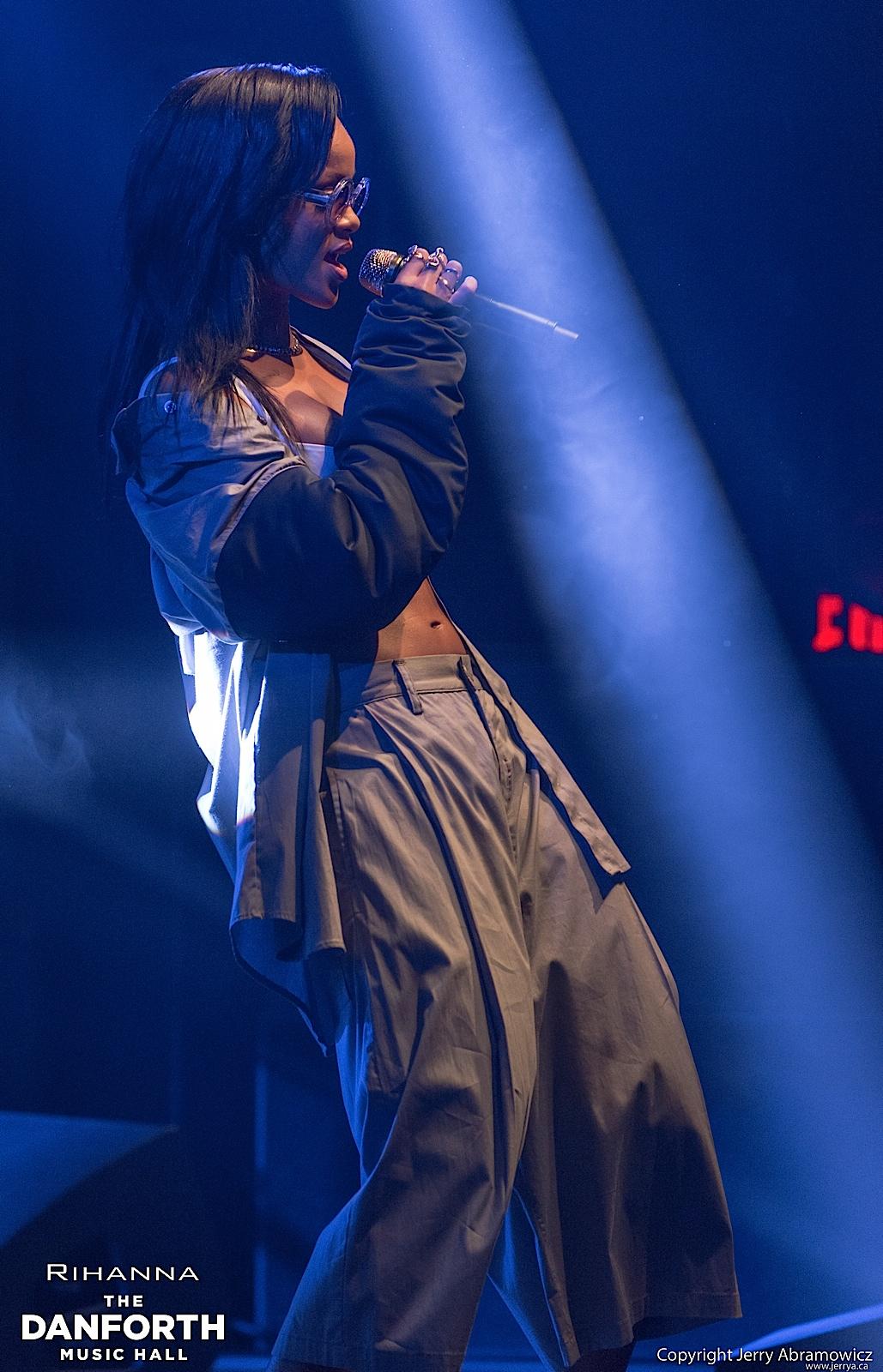 20121115 DMH Rihanna 00396
