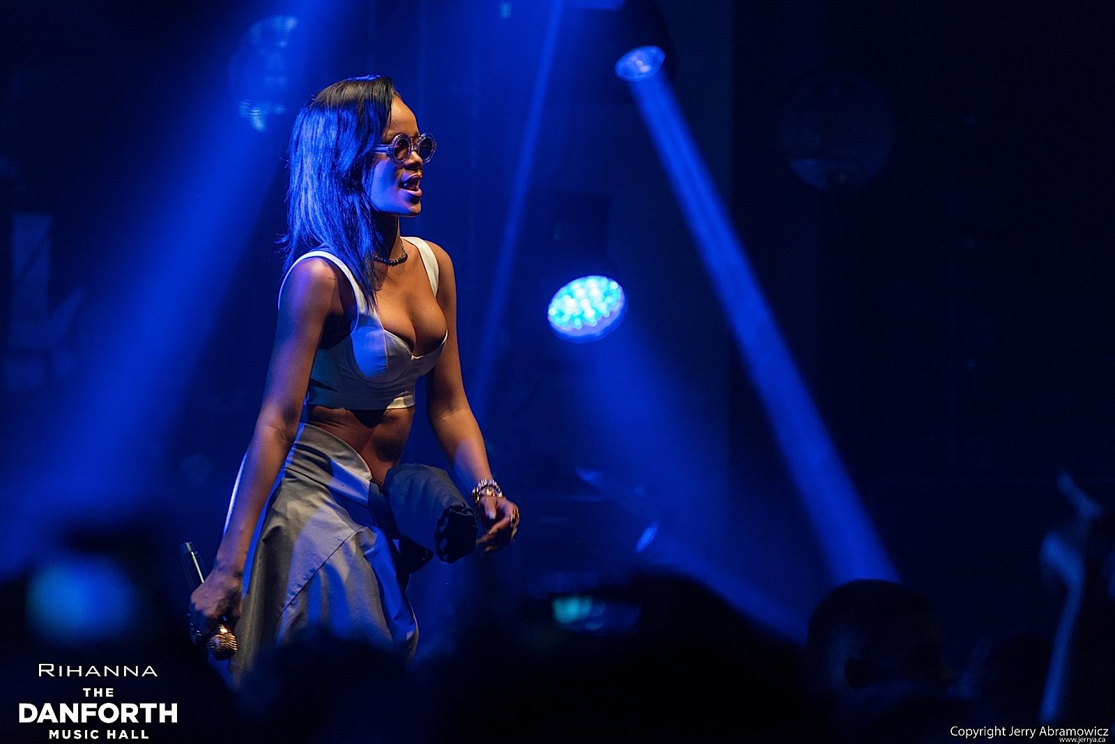 20121115 DMH Rihanna 00455