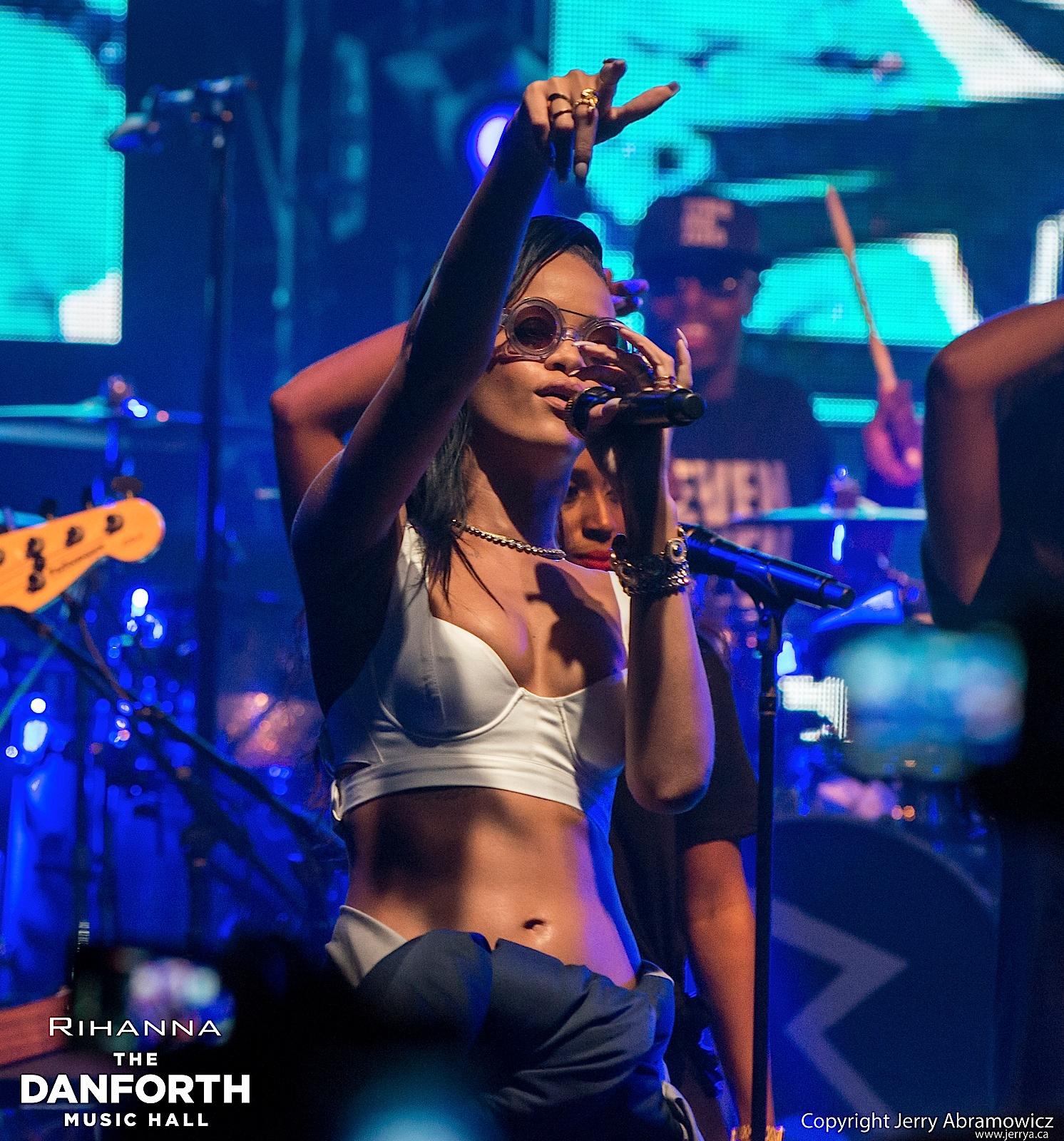 20121115 DMH Rihanna 00491