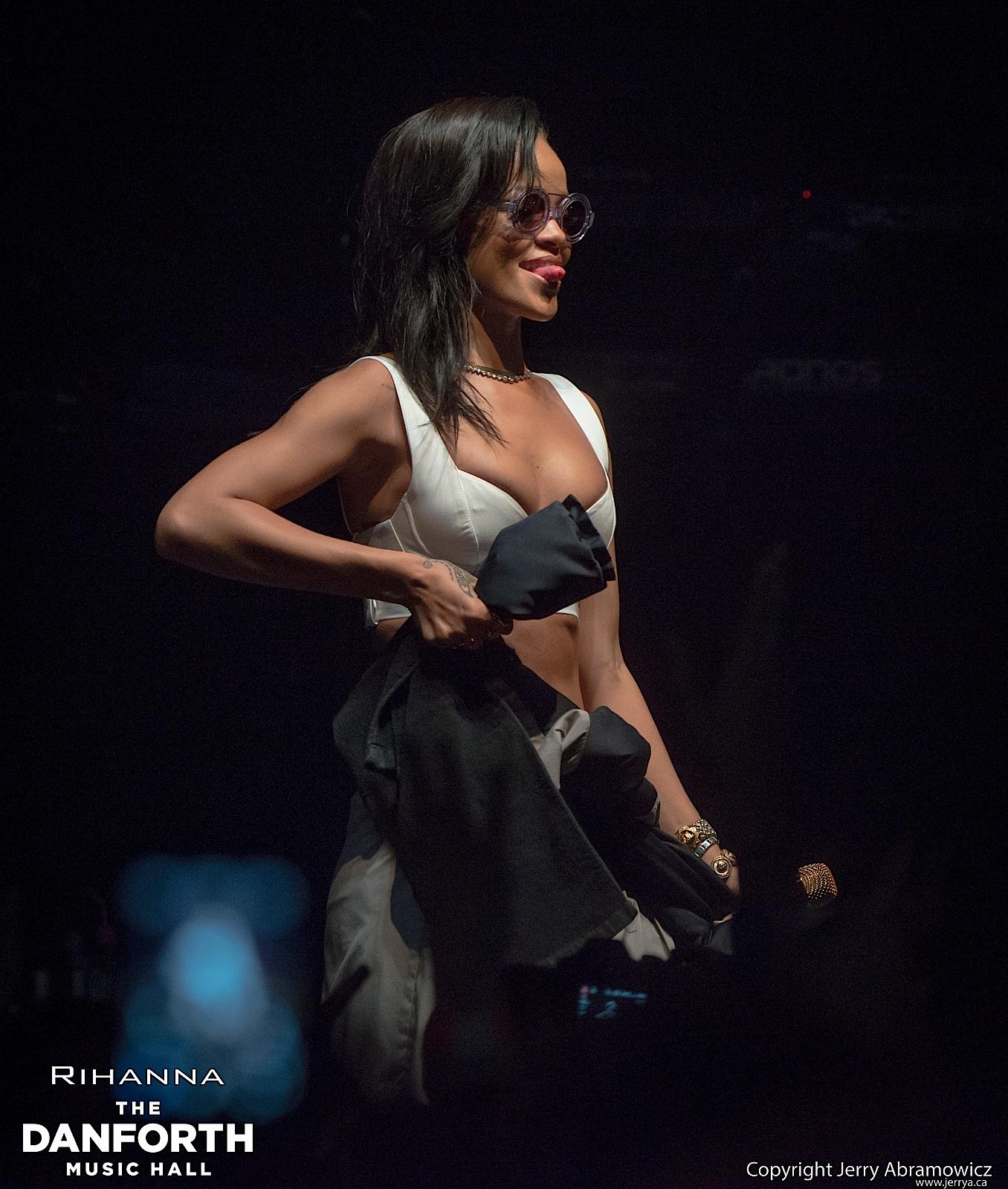 20121115 DMH Rihanna 00495