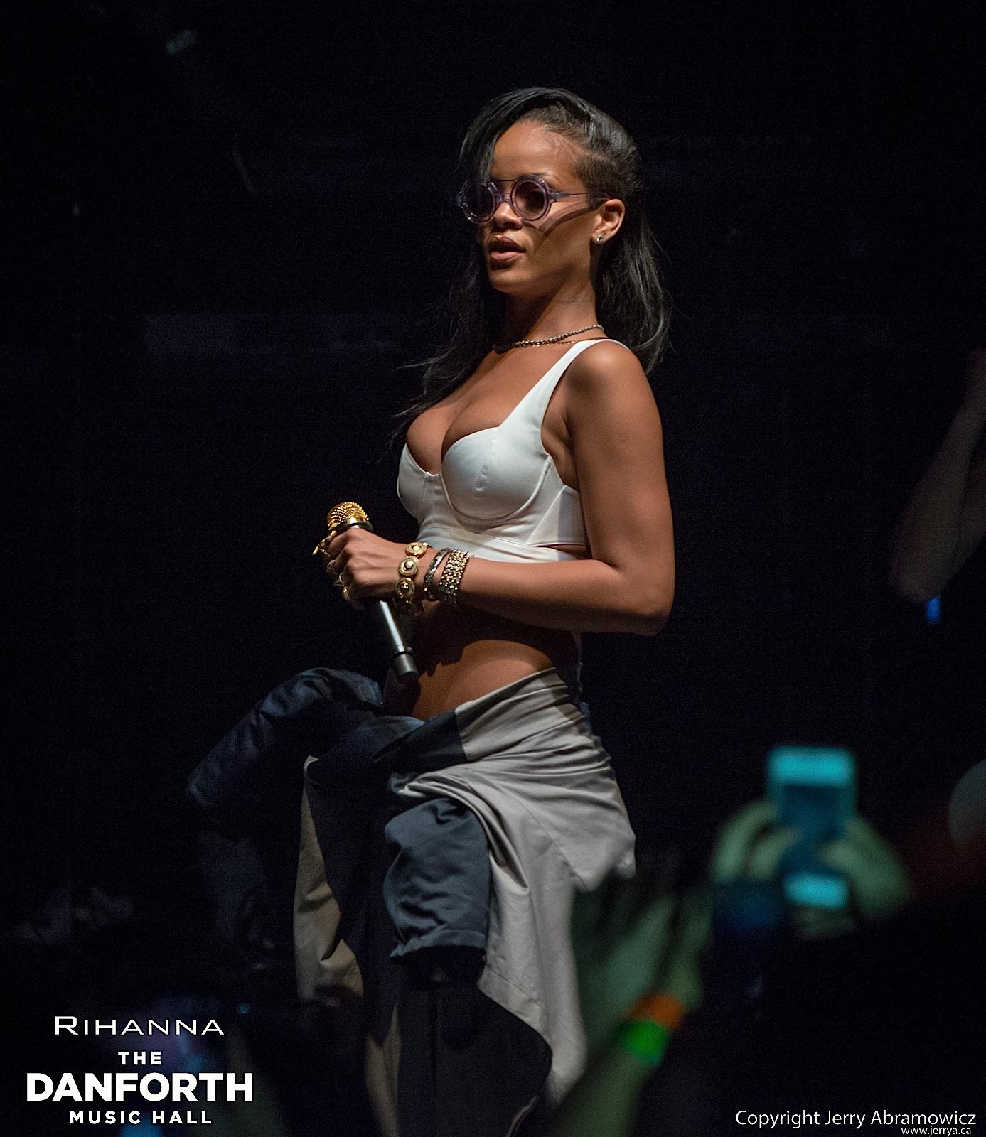 20121115 DMH Rihanna 00498