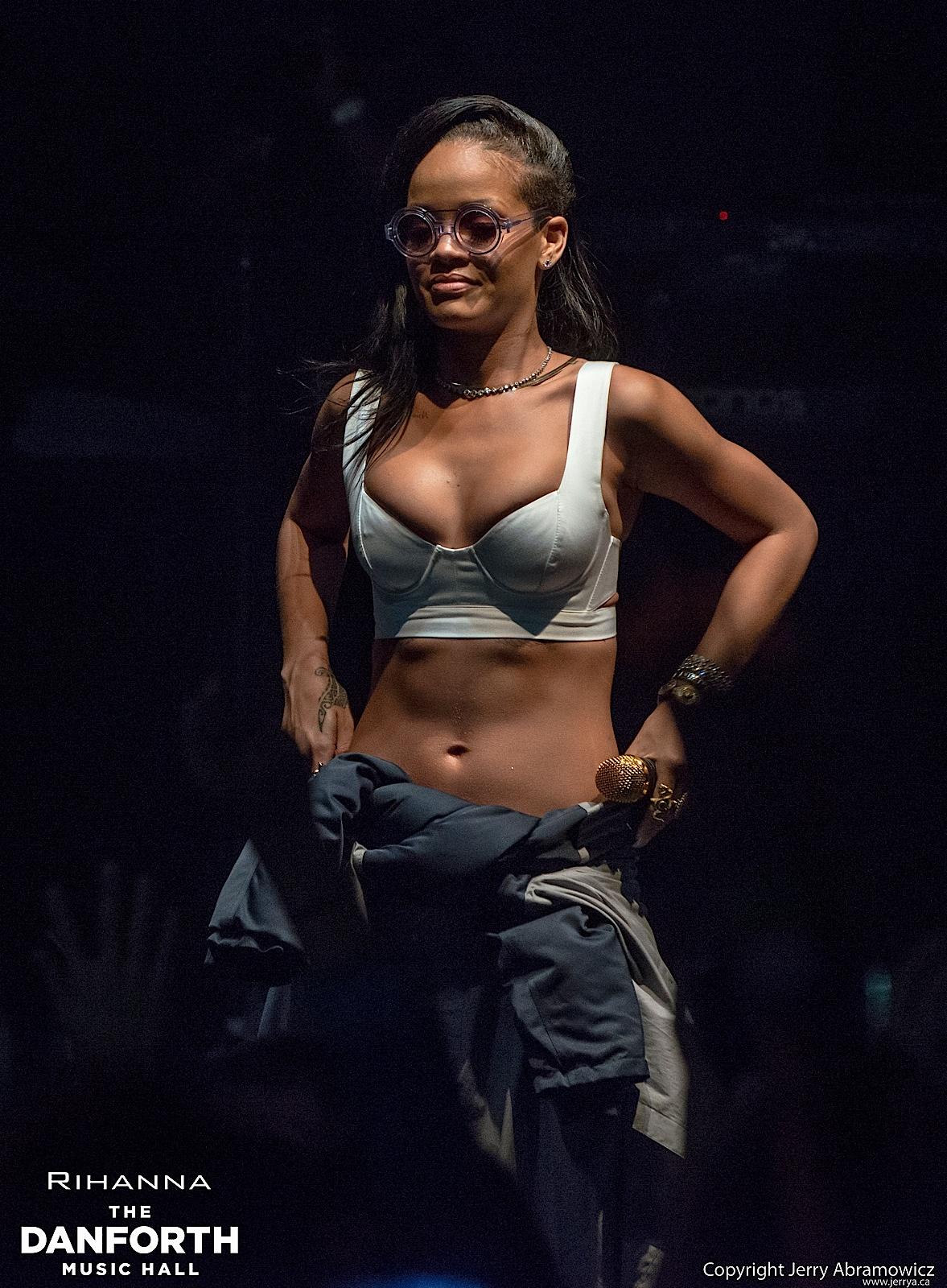 20121115 DMH Rihanna 00504