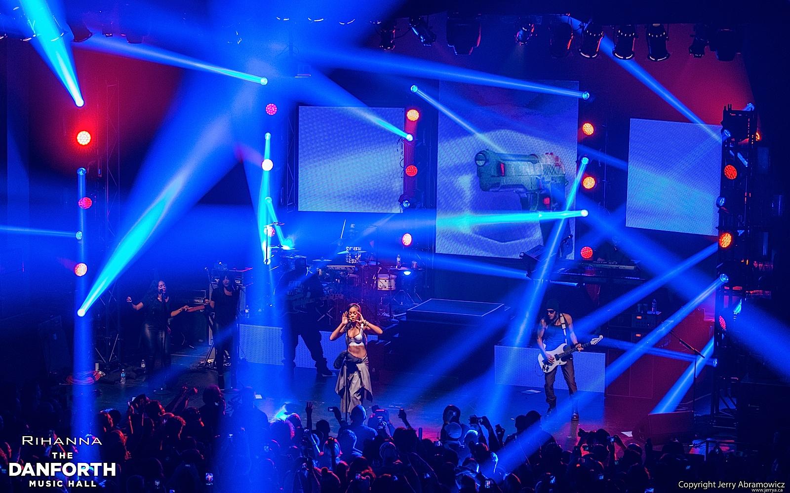 20121115 DMH Rihanna 00593