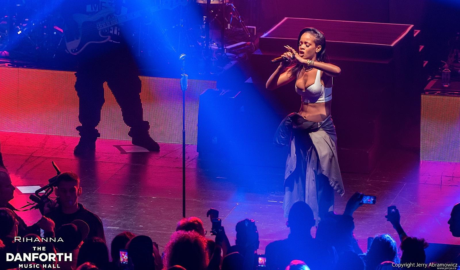 20121115 DMH Rihanna 00609
