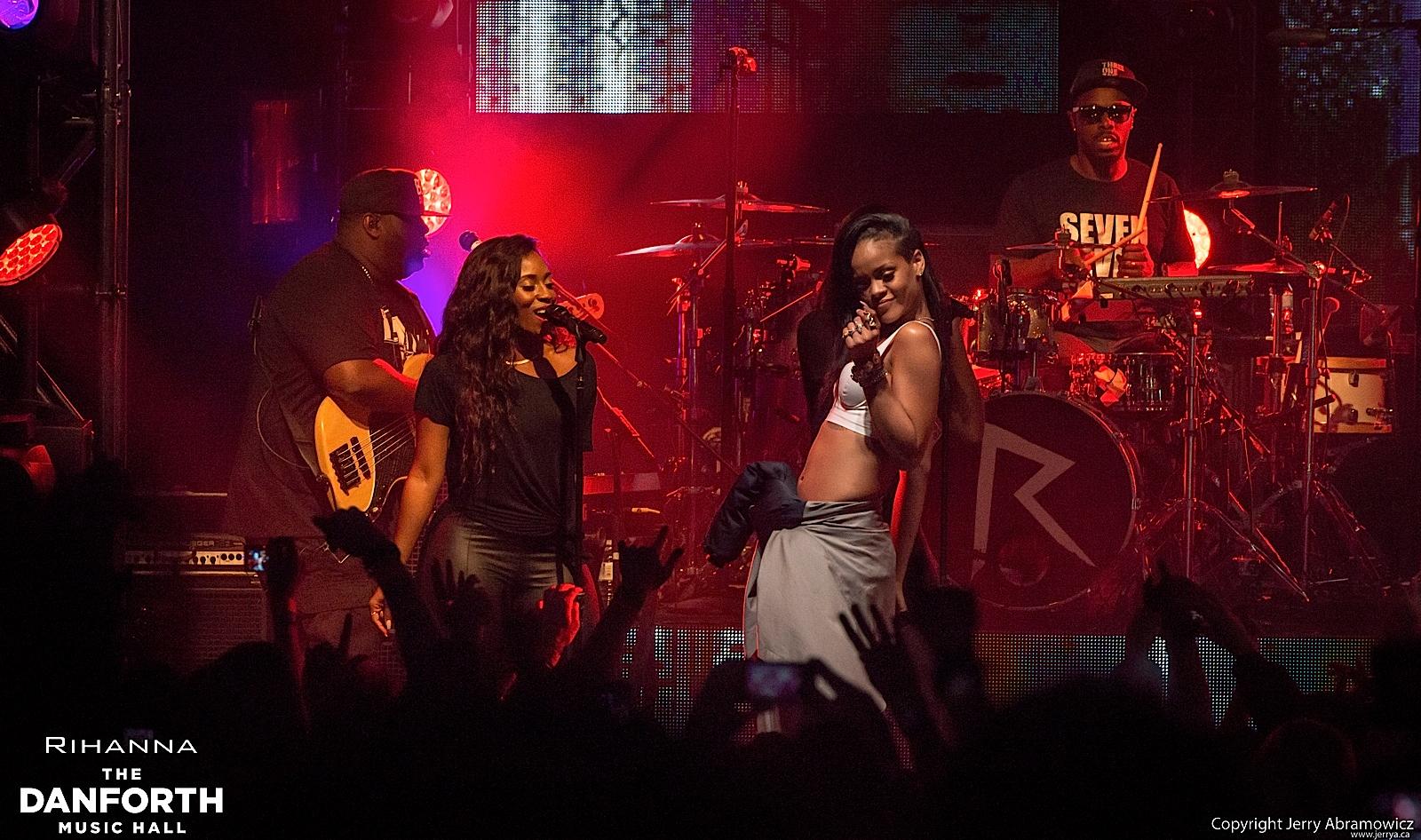 20121115 DMH Rihanna 00706