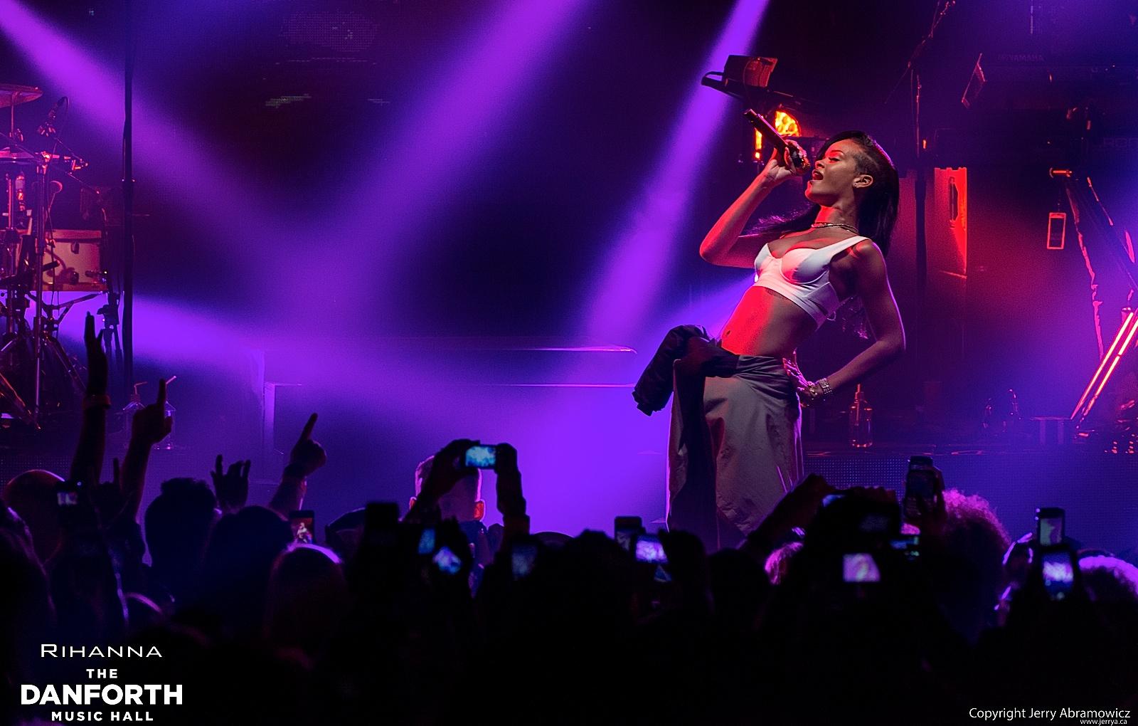 20121115 DMH Rihanna 00721