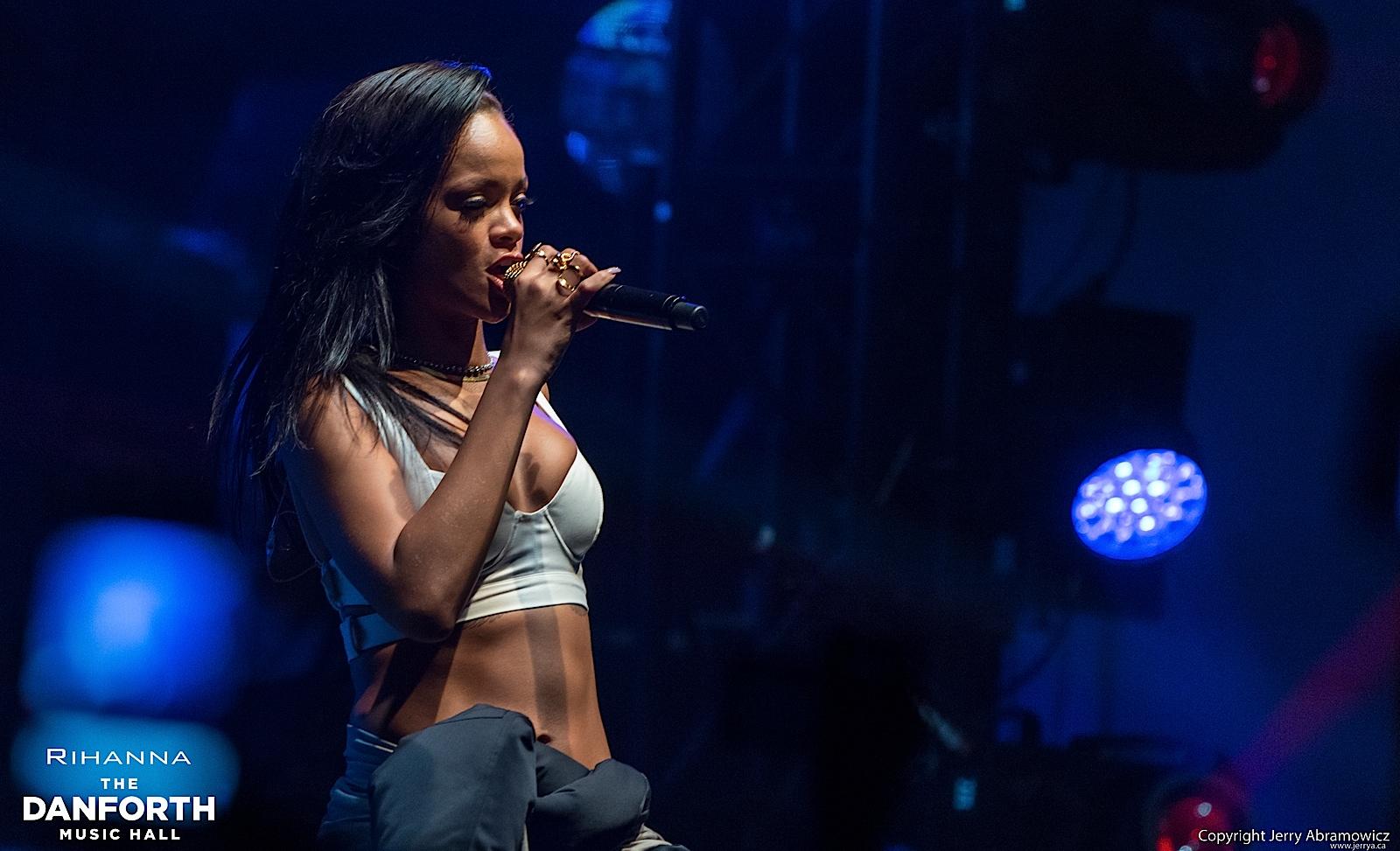 20121115 DMH Rihanna 00781