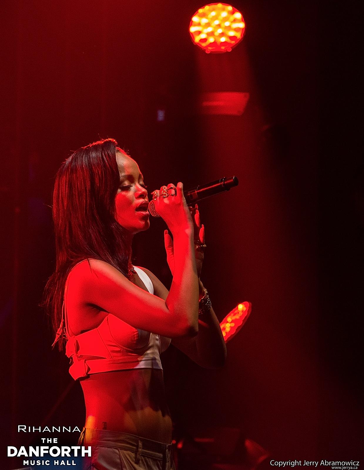 20121115 DMH Rihanna 00966