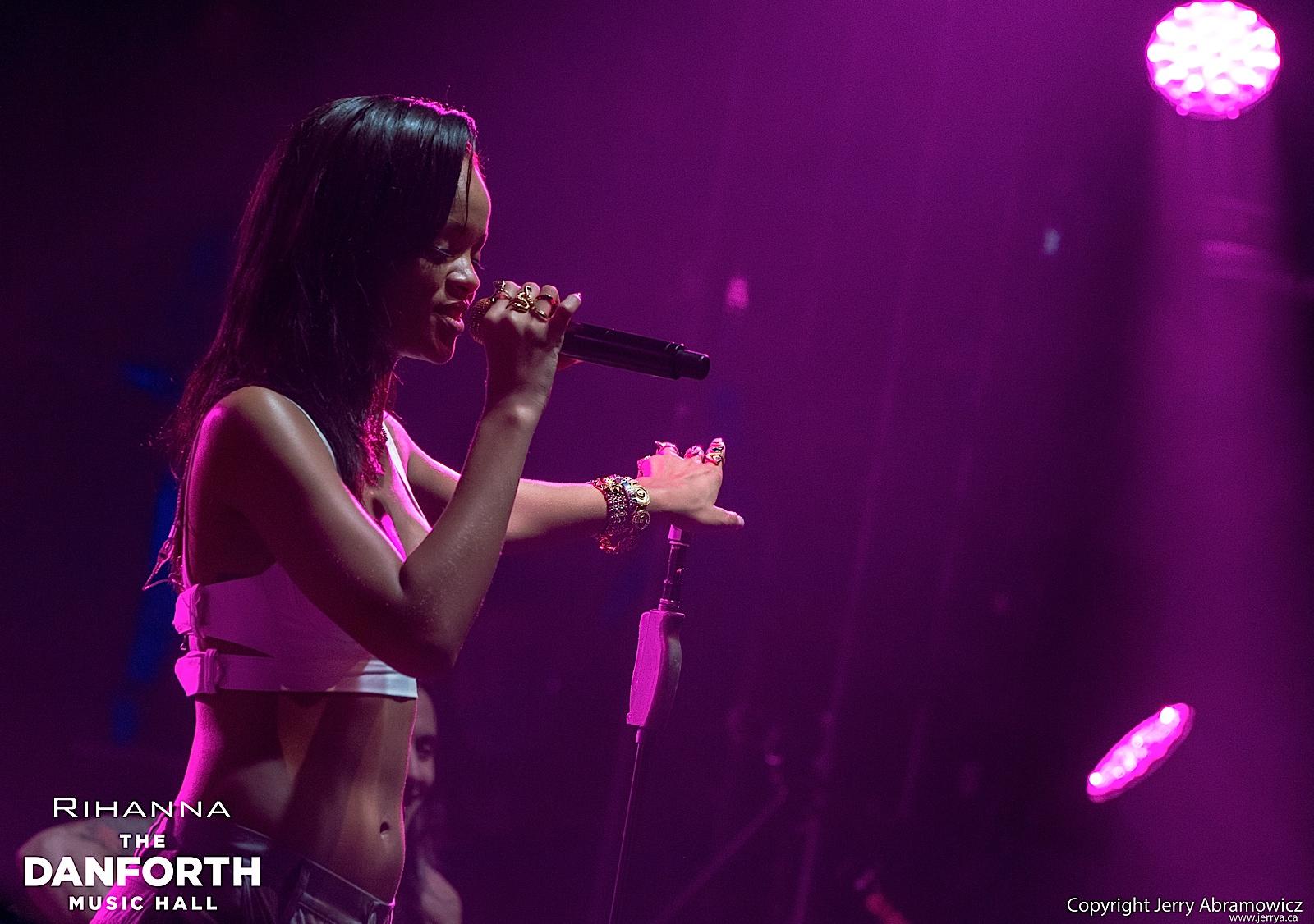 20121115 DMH Rihanna 00982