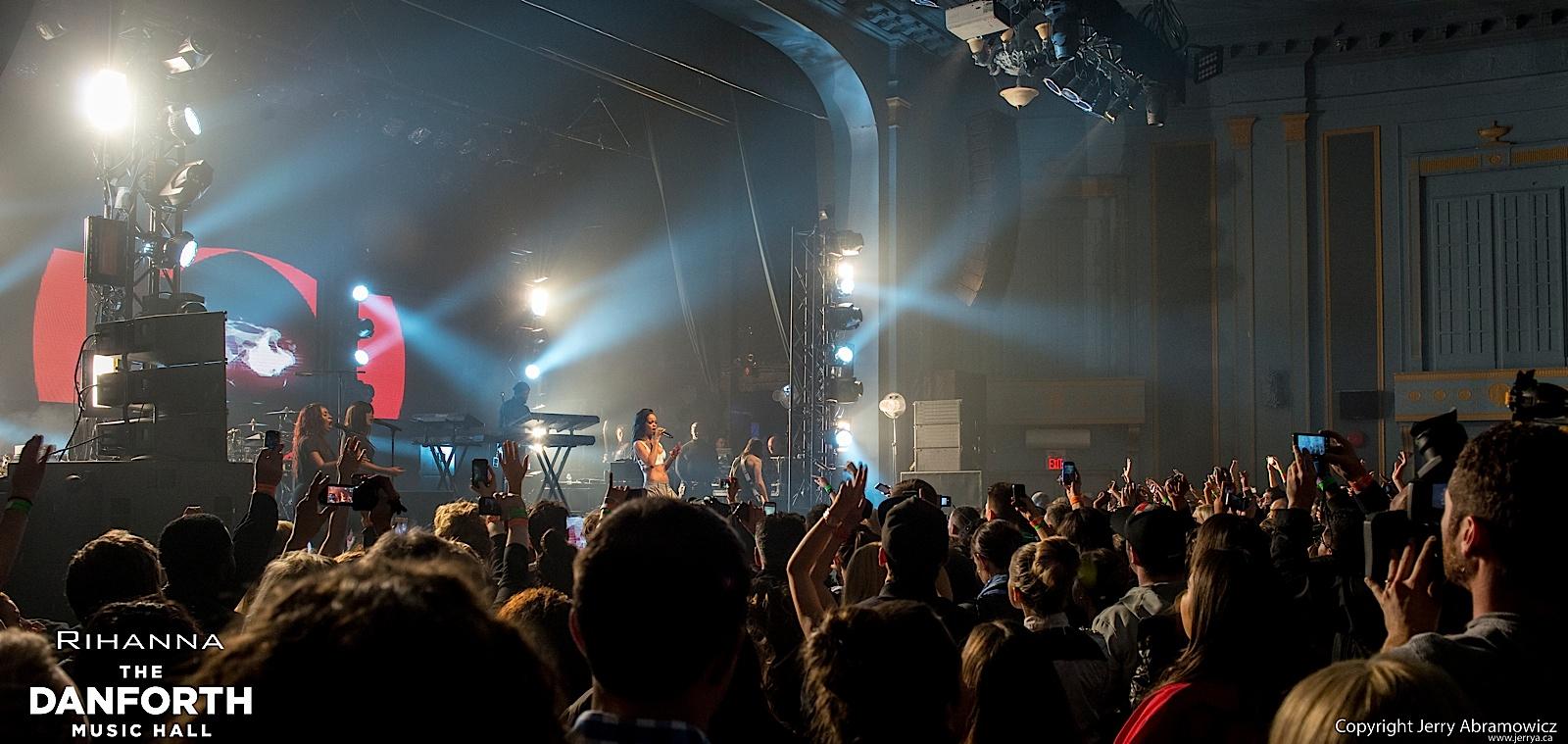 20121115 DMH Rihanna 01084