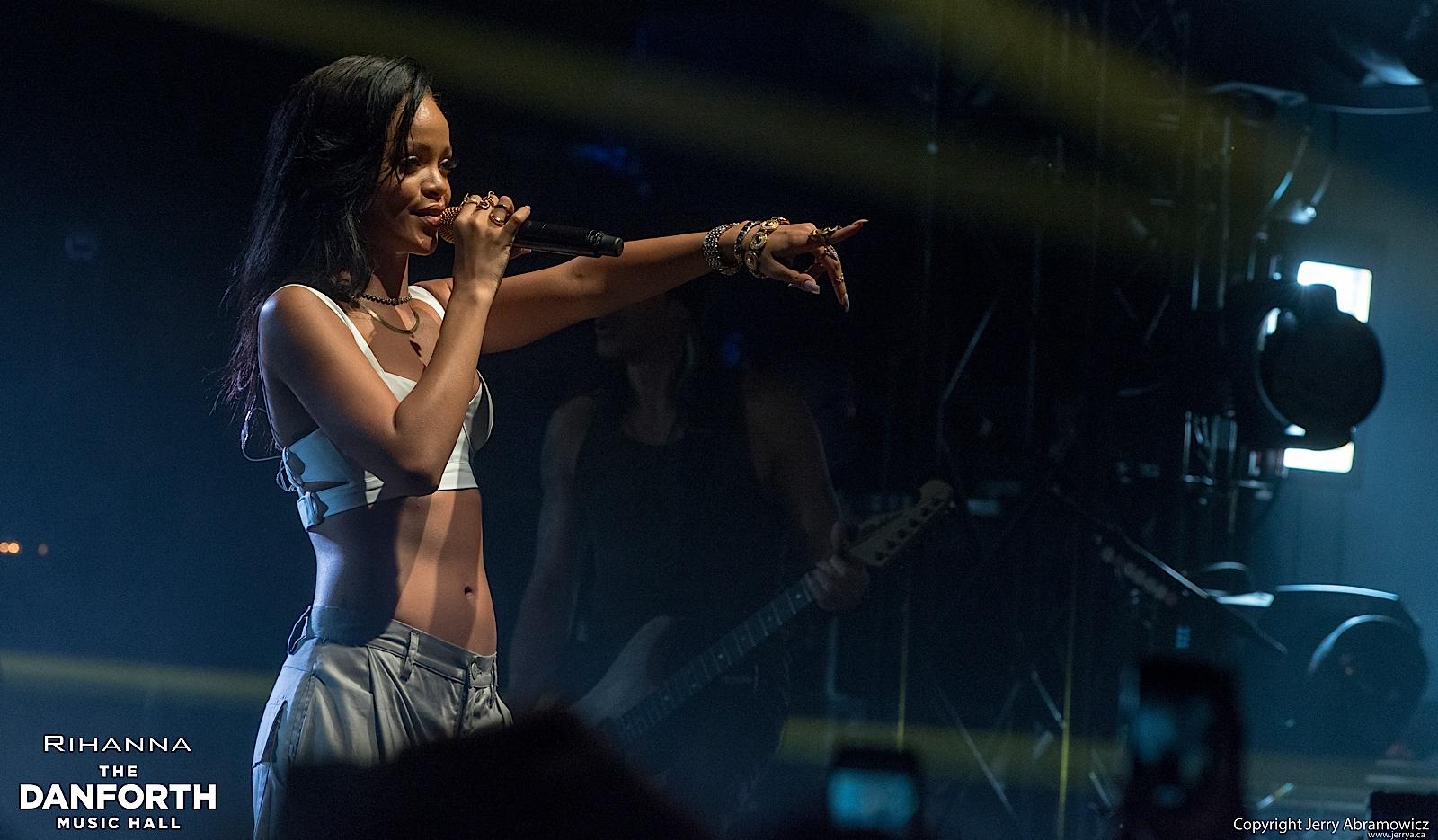 20121115 DMH Rihanna 01289