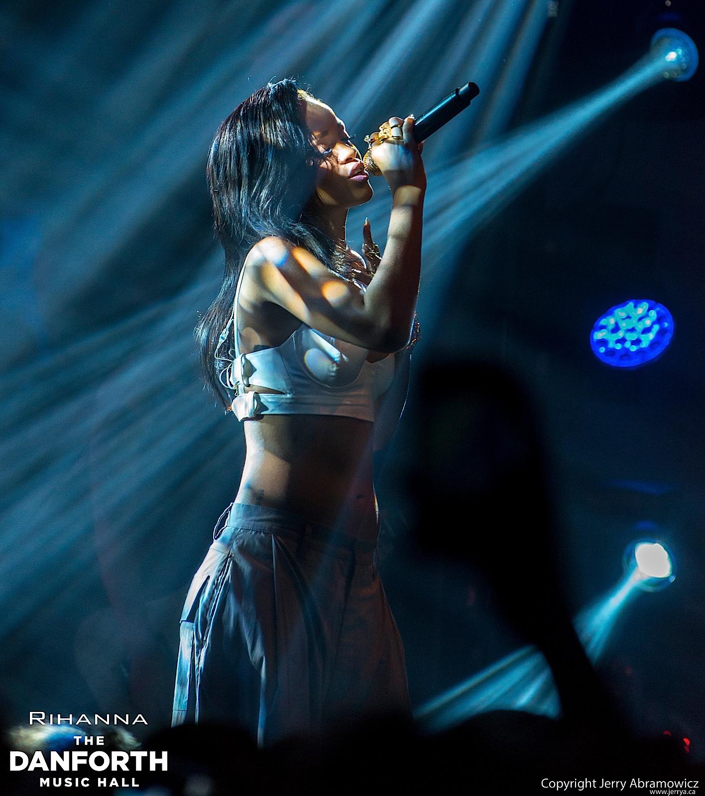 20121115 DMH Rihanna 01473