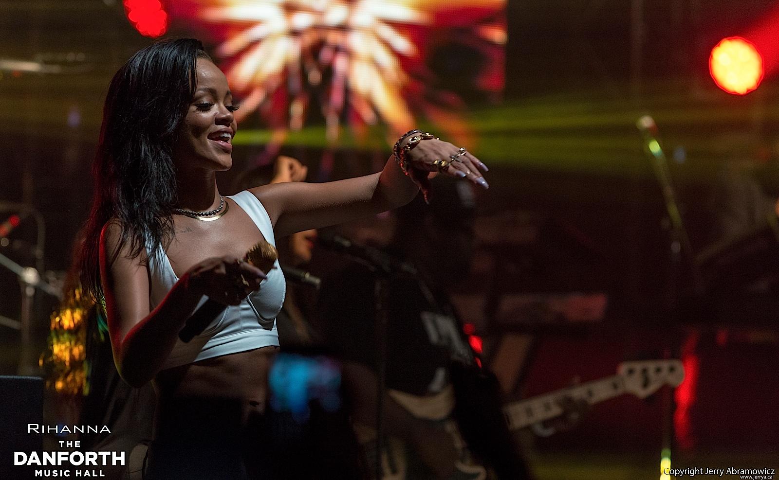 20121115 DMH Rihanna 01532