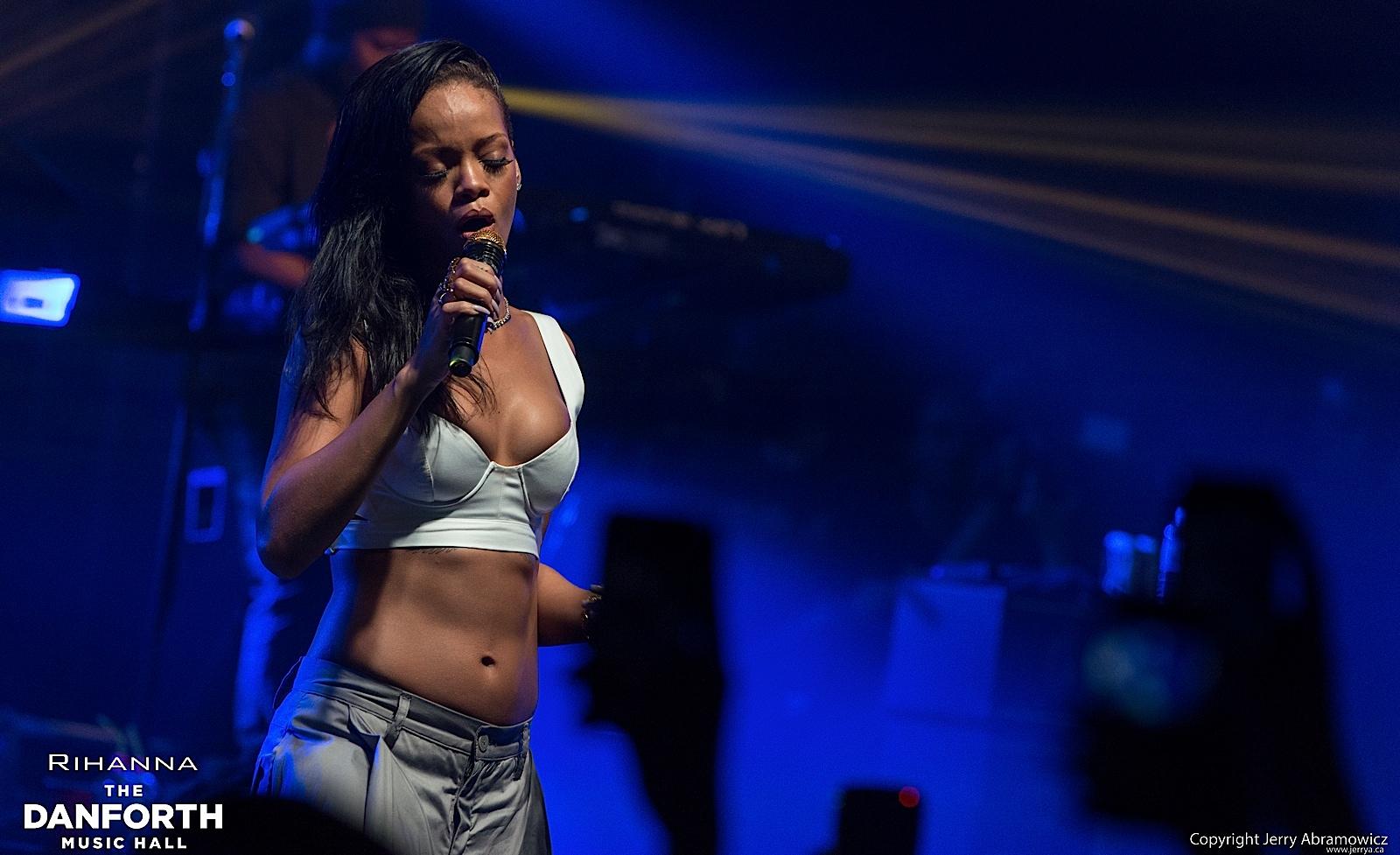 20121115 DMH Rihanna 01593